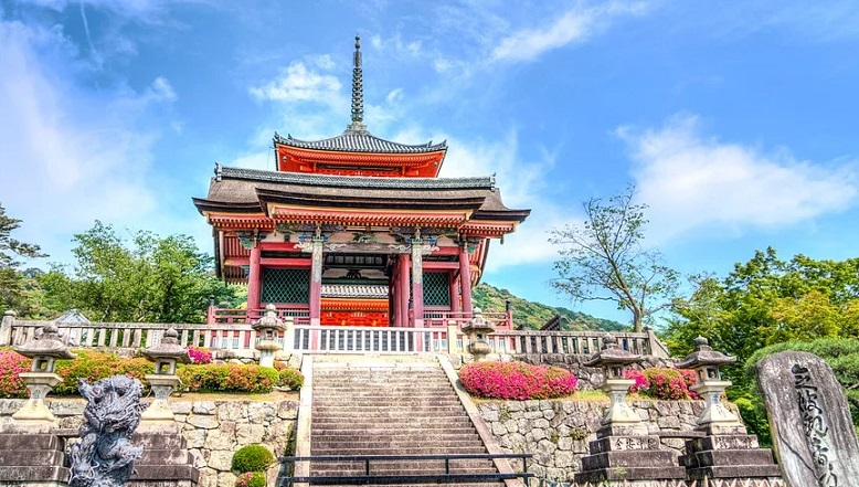 What you should know about Senso ji Temple in Tokyo.